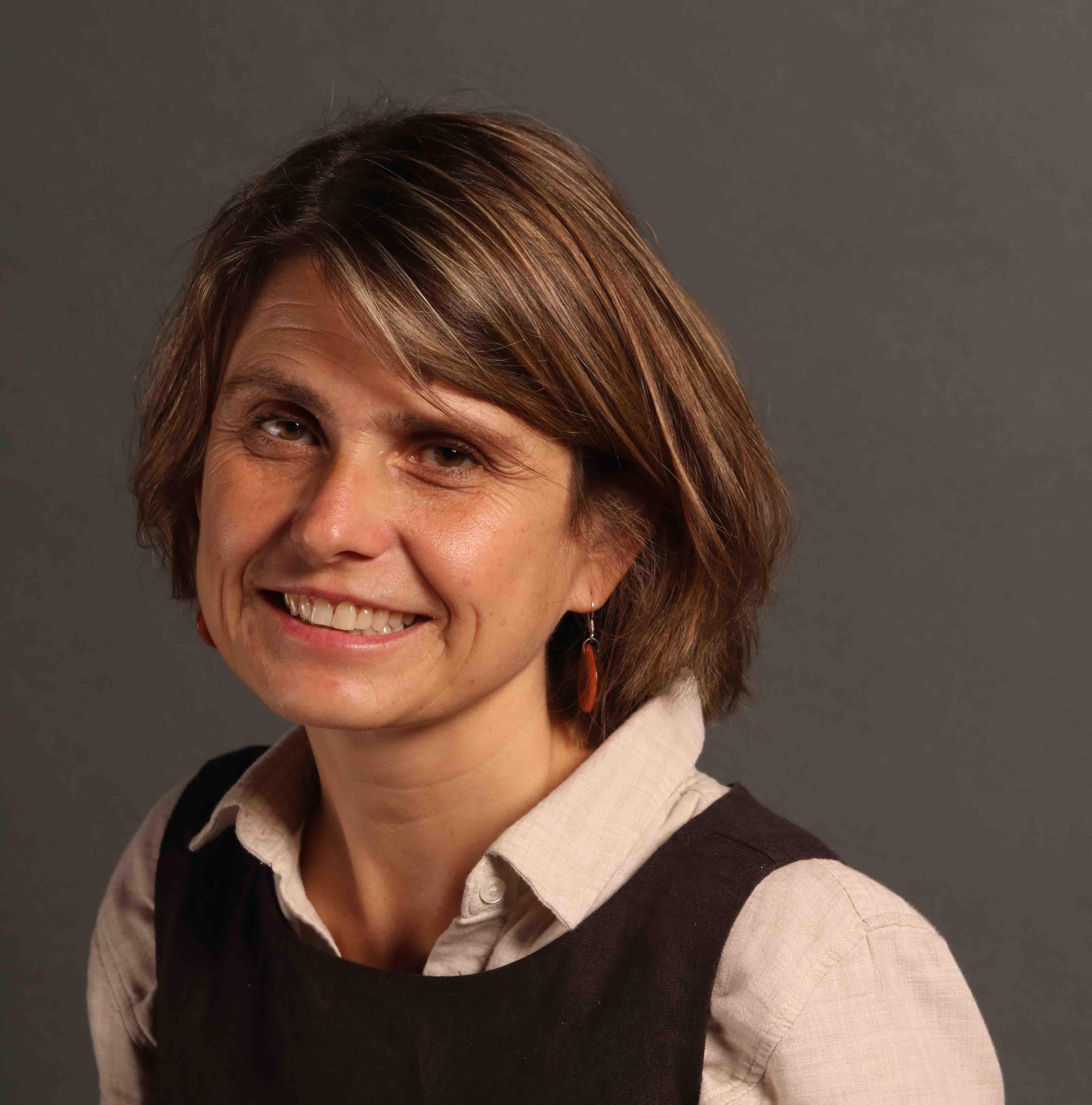 Headshot of Associate Professor Magdalena Kazubowski-Houston.