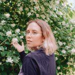 Headshot of Hannah van Burren.